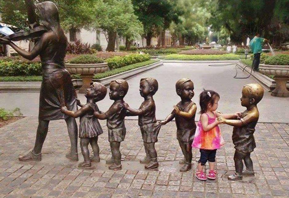 Esculturas con ojos de niños