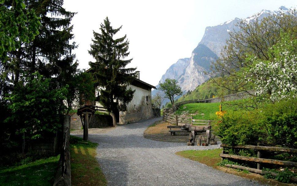 378277__maienfeld-swiss-heidis-village_p