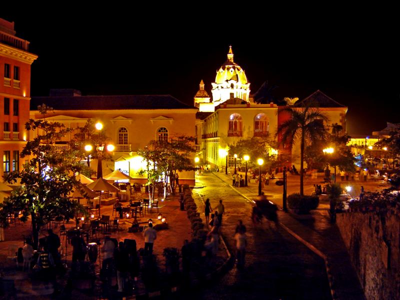 800px-Cartagena_at_night