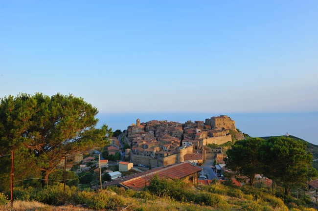 Giglio Castello, con mar e islas