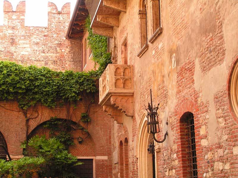 Verona_-_Il_balcone_di_Giulietta