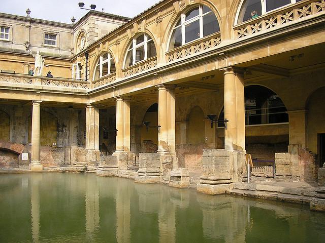 Baños Romanos De Bath:solo hay Baños romanos; Jane Austen fue la vecina más famosa de Bath
