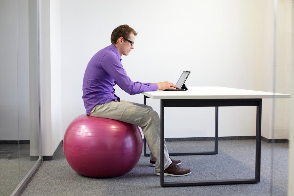 fitball como silla de oficina