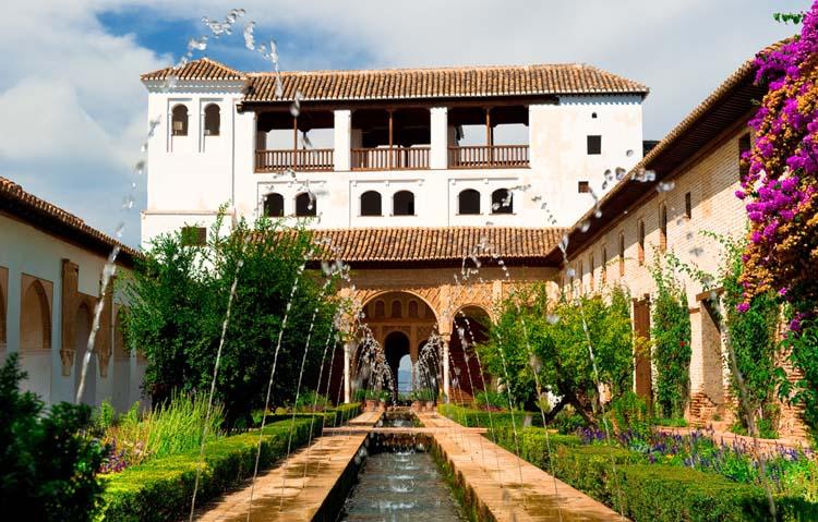 La alhambra uno de los complejos palaciegos m s bonitos buenavibra - Residencia los jardines granada ...