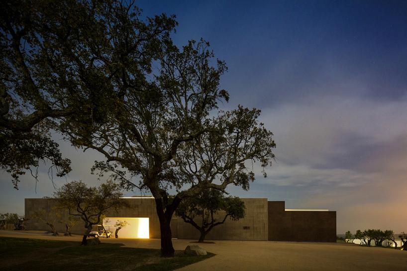 jose-carlos-cruz-arquitecto-ecork-hotel-evora-portugal-designboom-09