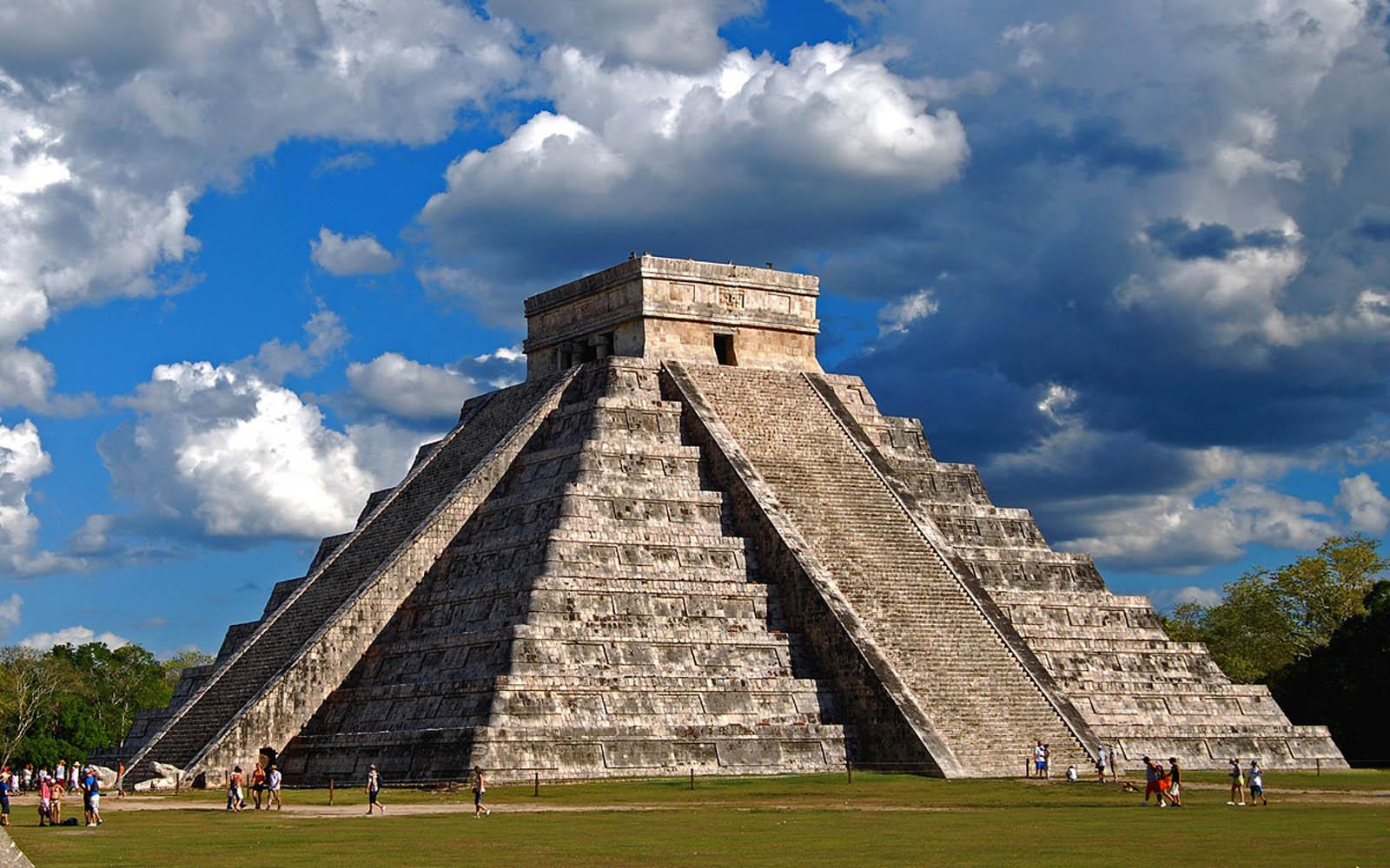 Chichen Itza, Yucatan, Mexico - El Castillo Wallpapers 04