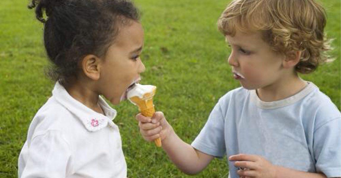 amigos hijos criar empatia