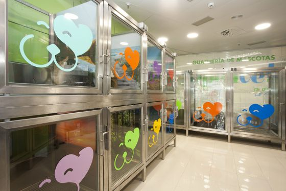 'Guardería' de mascotas en El Corte Inglés instalada dentro del centro de Princesa (Madrid)