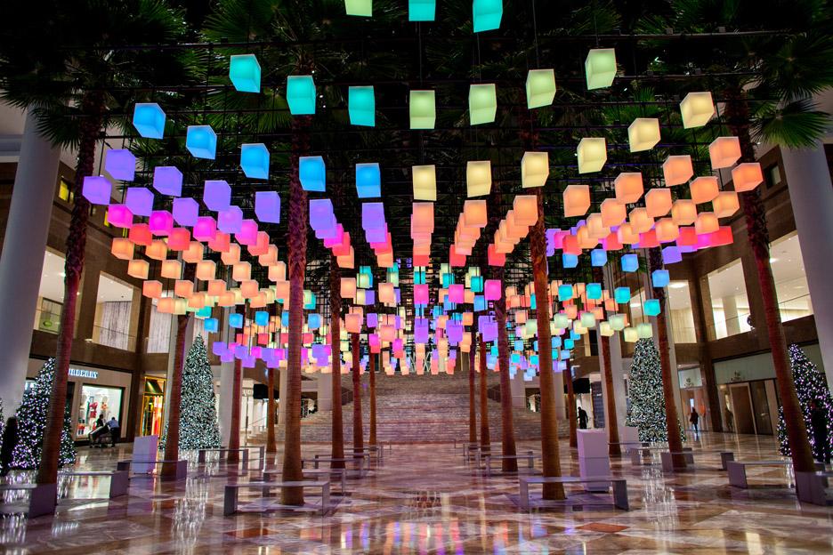 Luminaries_LAB_Rockwell-Group_Winter-Garden-Holiday-Installation_Brookfield-place_Manhattan_New-York-City_USA_dezeen_936_9