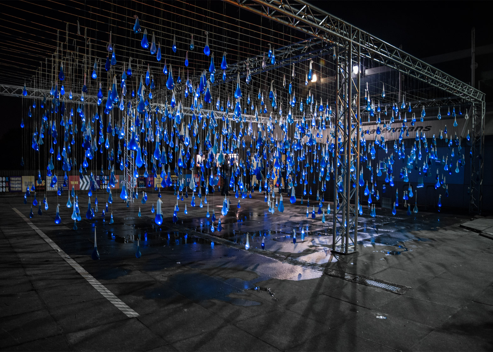 Luz-Interruptus_Rain-Interactive-installation_Condoms_Waterman-Arts-Centre_London3