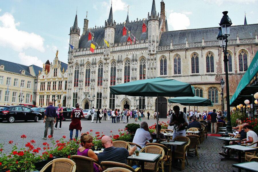Ayuntamiento en la plaza Burg de Brujas