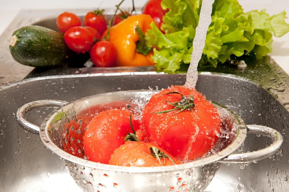 lavar las verduras