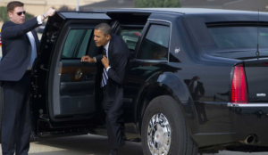 Obama en el auto blindado