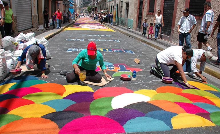 Antigua guatemala y sus alfombras de aserr n multicolor - La antigua viruta ...
