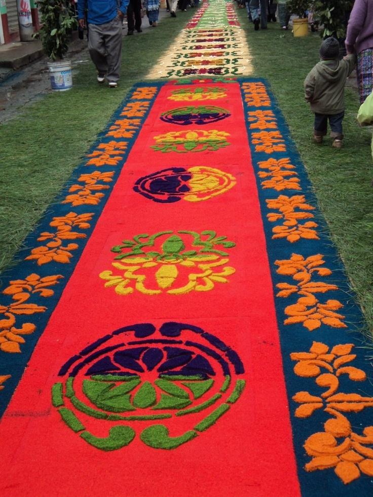 antigua guatemala y sus alfombras de aserr n multicolor