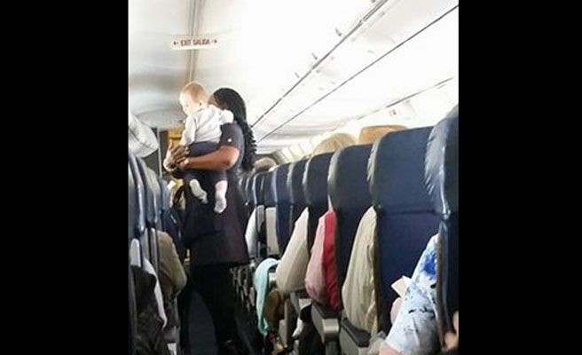 azafata_vuelo_nino_n-672xXx80