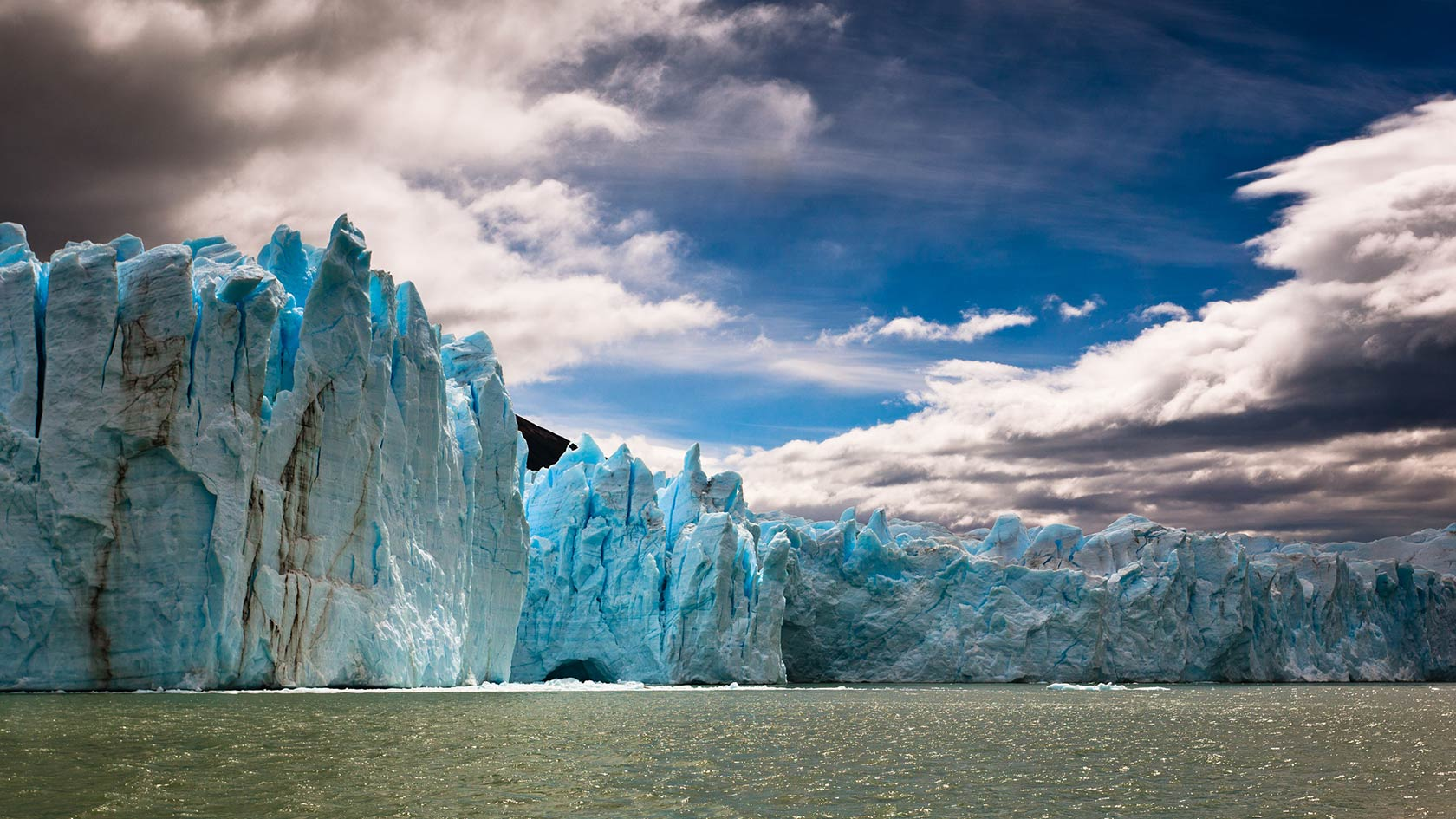 lets-travel-to-argentina-patagonia-perito-moreno-with-jakub-polomski-featured