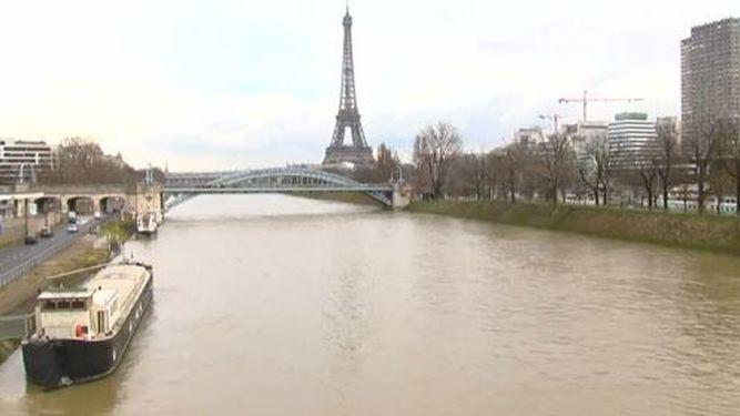 Paris_896620626_94395242_667x375