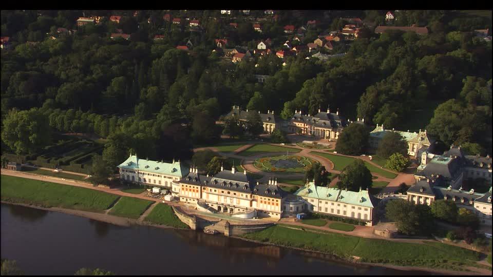 castillo-pillnitz-dresde-elbe-fuente