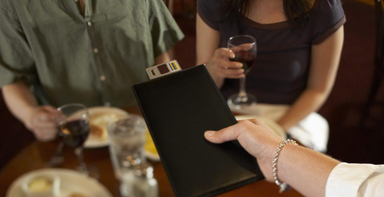 cómo dividir la cuenta del restaurante