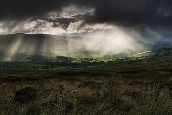 © Wesley Law - El cielo sobre las colinas