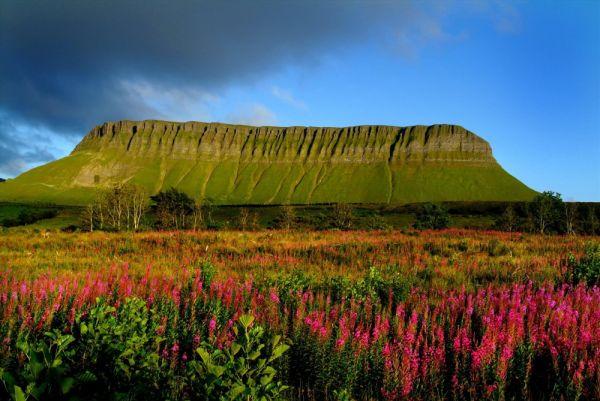 © Christopher Hill - Benbulbin, formación rocosa en el Condado de Sligo.
