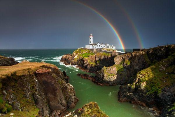 theamazingpics - Un faro en la costa de Lough Swilly.