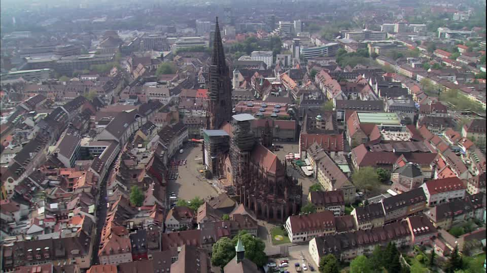 983356107-catedral-de-friburgo-de-brisgovia-muensterplatz-friburgo-alemania-visions-of-germany--along-the-rhine
