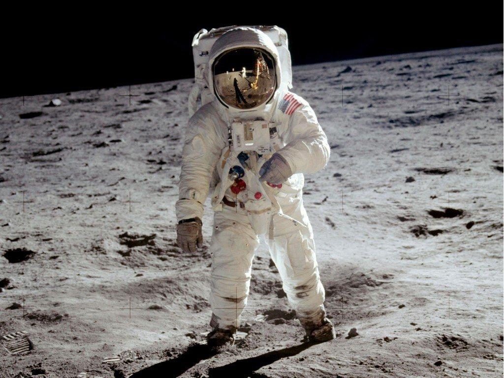 hombre llego a la luna