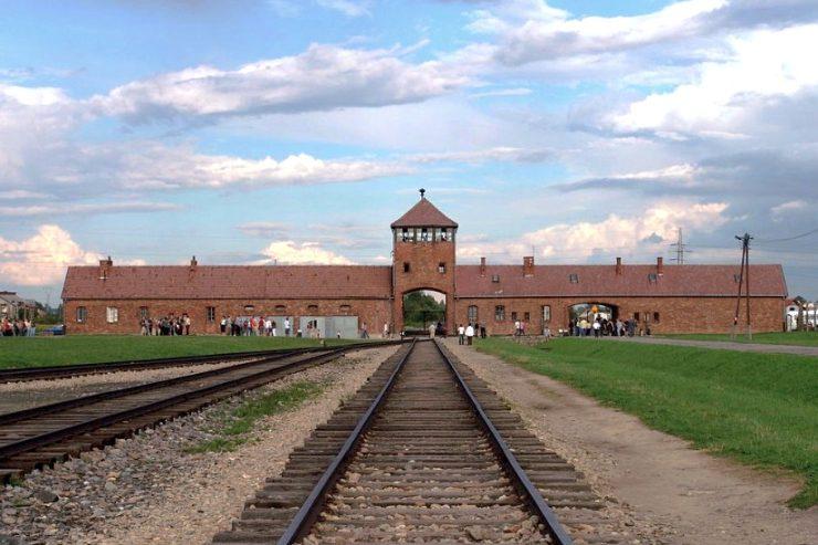Auschwitz-Wiki-commons-Michel-Zacharz-AKA-Grippenn-1-740x493