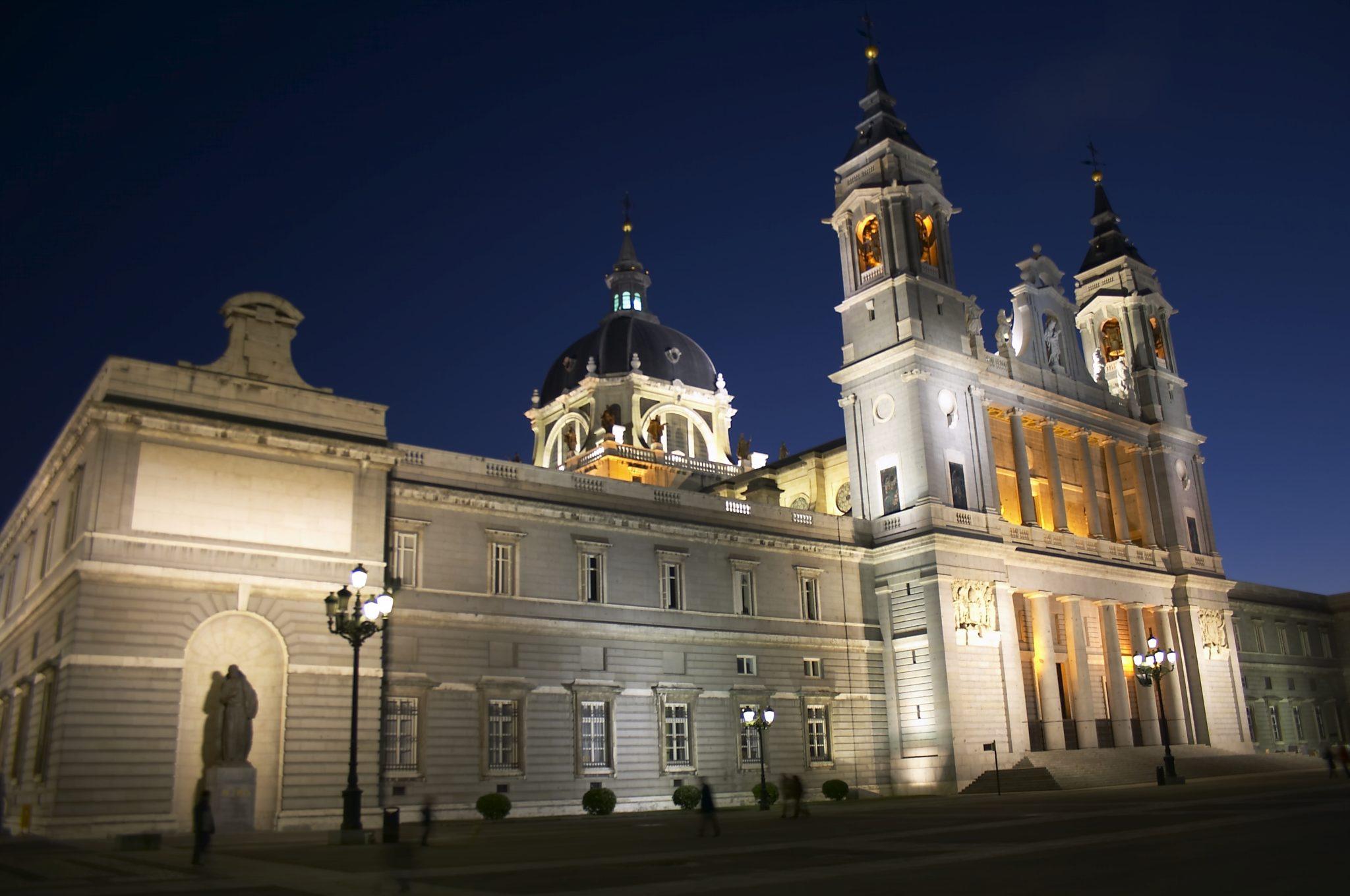 Catedral_de_la_Almudena-Madrid-Nocturna