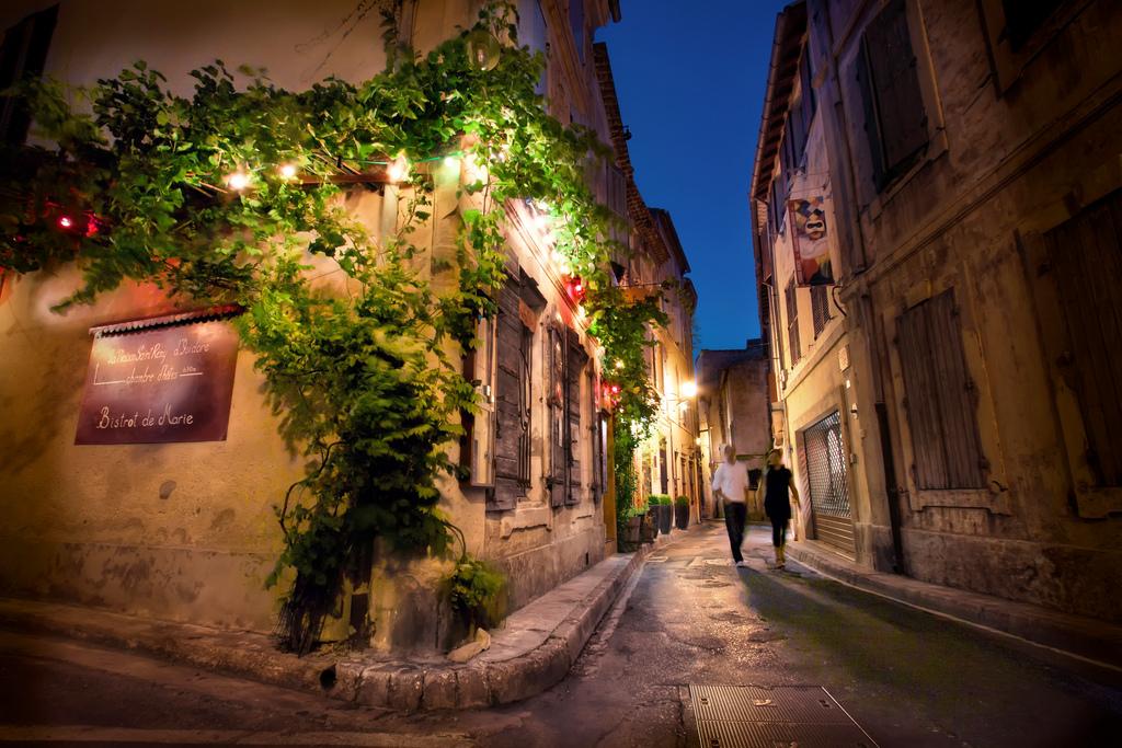 Saint-Remy-de-Provence-night