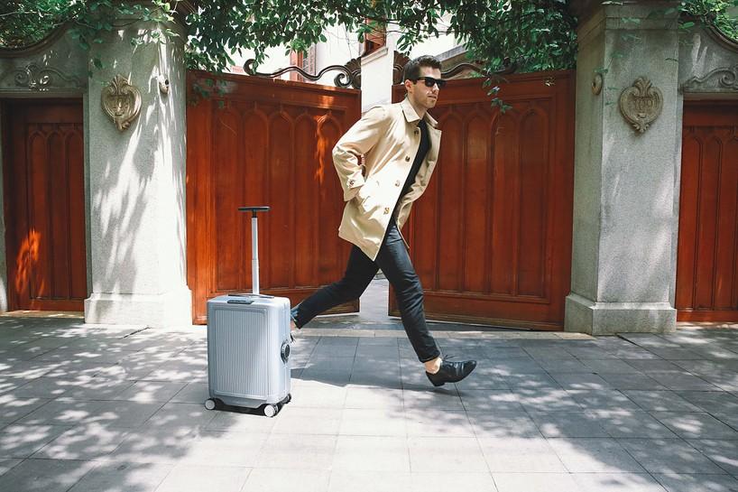 cowarobot-suitcase-1