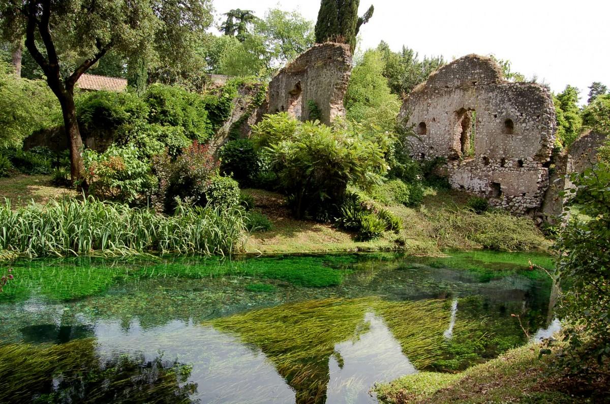 Giardino Di Ninfa Un Jard N Construido Entre Las Ruinas