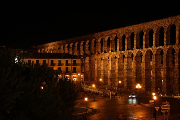 Acueducto_Segovia_iluminado_opt