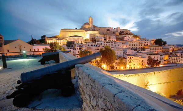Ibiza_daltvila-noca_600