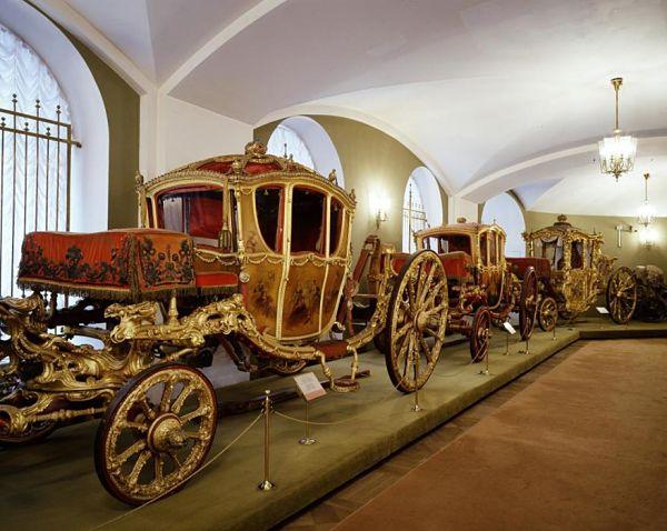 Interior-de-la-Armería-del-Kremlin-de-Moscú-Carruajes_opt