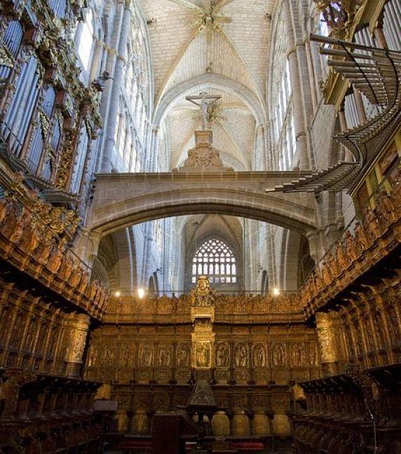 Interior-del-coro-de-la-catedral-de-Ávila_opt