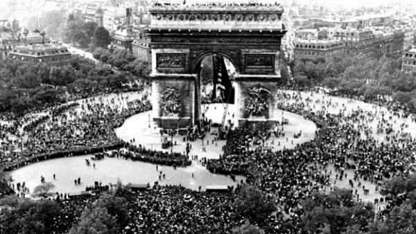 Paris_celebra_fin_2daguerra_600