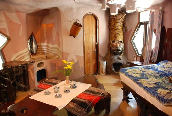 crazy-guest-house-feel-real-20121010-015134-883_opt