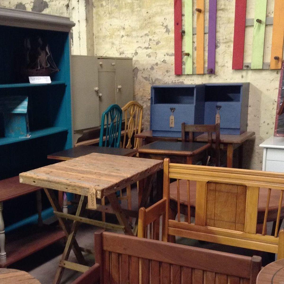 Muebles a bajo costo restaurados por personas en - Muebles camino a casa ...