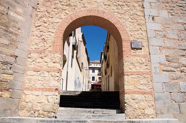 juderia-de-segovia-puerta_del_sol_opt