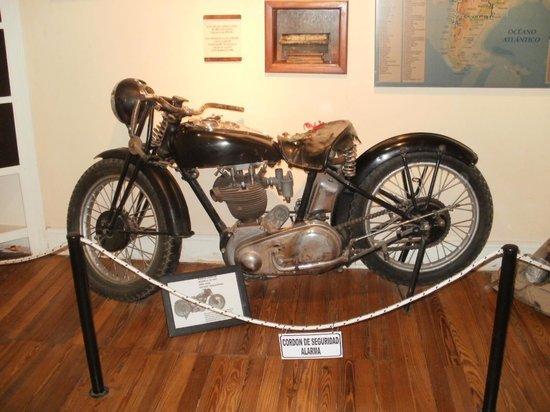 La Poderosa es la famosa moto del Che. Está en un museo en Córdoba.