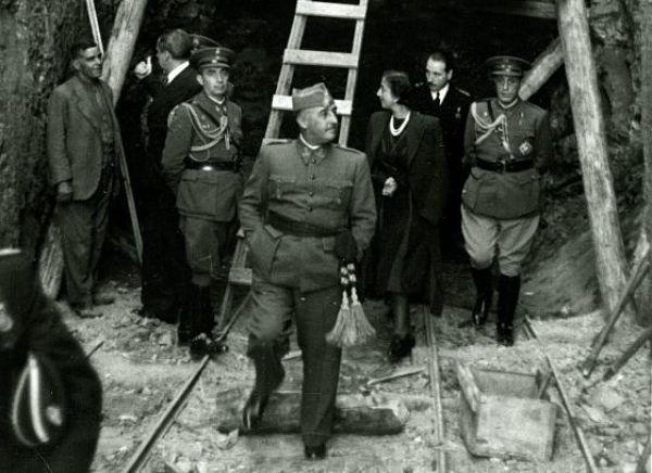 Visita a las obras de Franco con Carmen Polo