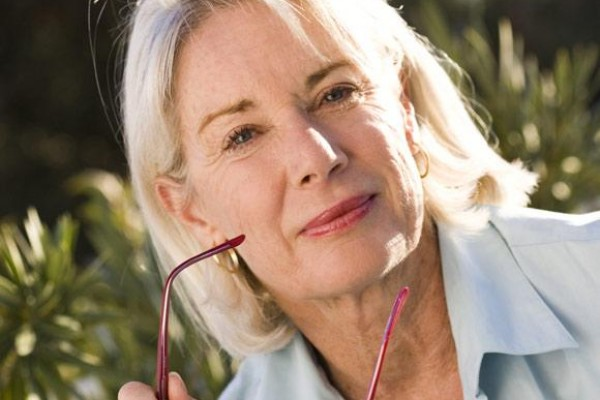 mujeres_mayores_de_50_anos_tienen_mayor_riesgo_de_sufrir_de_la_tiroides