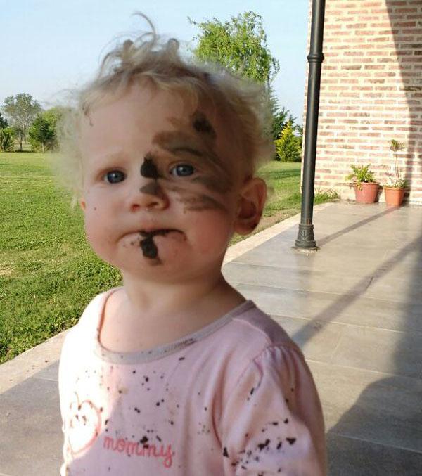Parece que Cande, de 1 año, se tomó el trabajo muy en serio