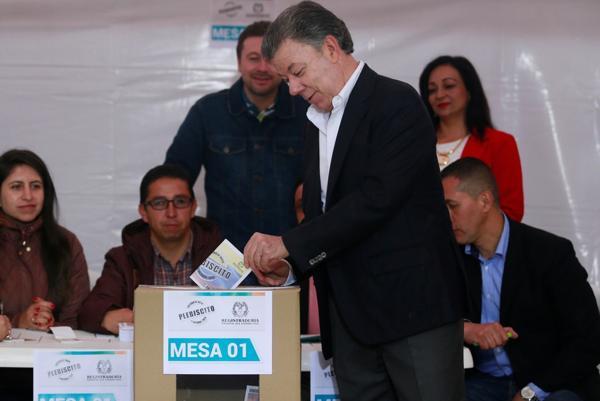 Vota Juan Manuel Santos