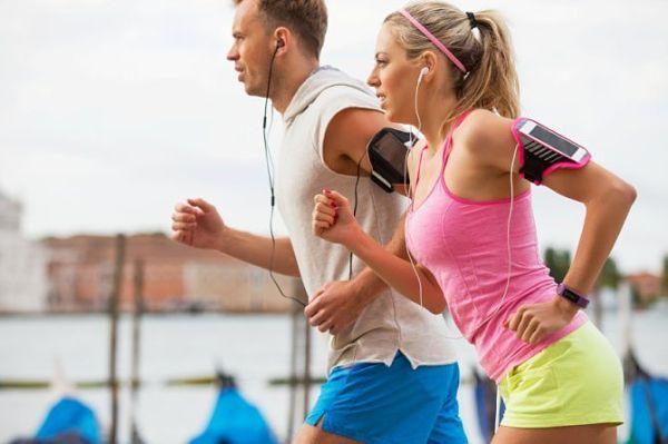 pareja-haciendo-ejercicio_opt