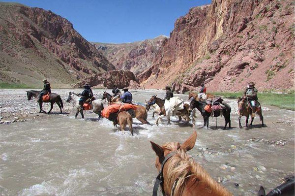 cruce_de_los_andes_a_caballo_600
