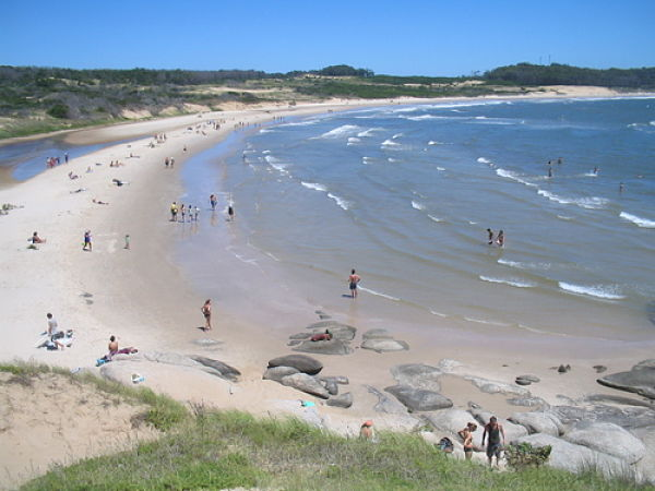 uruguay-punta-del-diablo-playa-rivero_opt